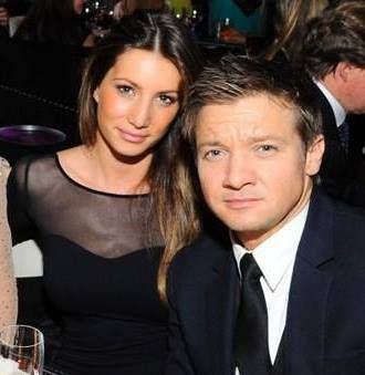 Jeremy-Renner-wife-Sonni-Pacheco-330x339